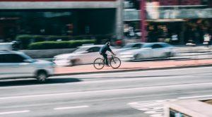 persoon op fiets